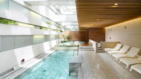 大規模温浴施設「泉天空の湯 有明ガーデン」